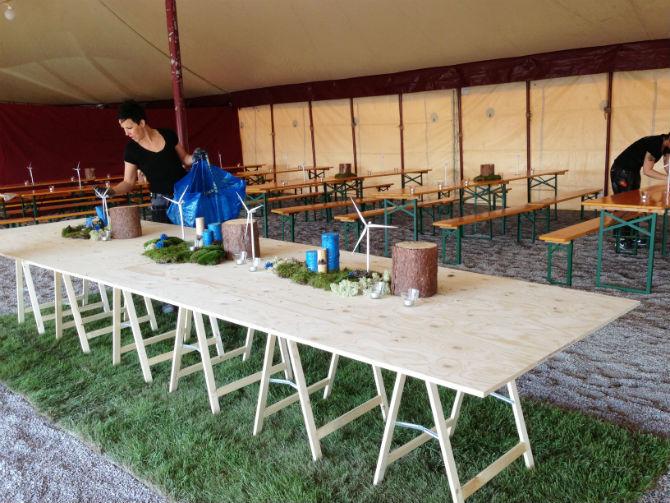 bord_buffe_rull-ut-grasmatta_event_invigning_maliin_stoor