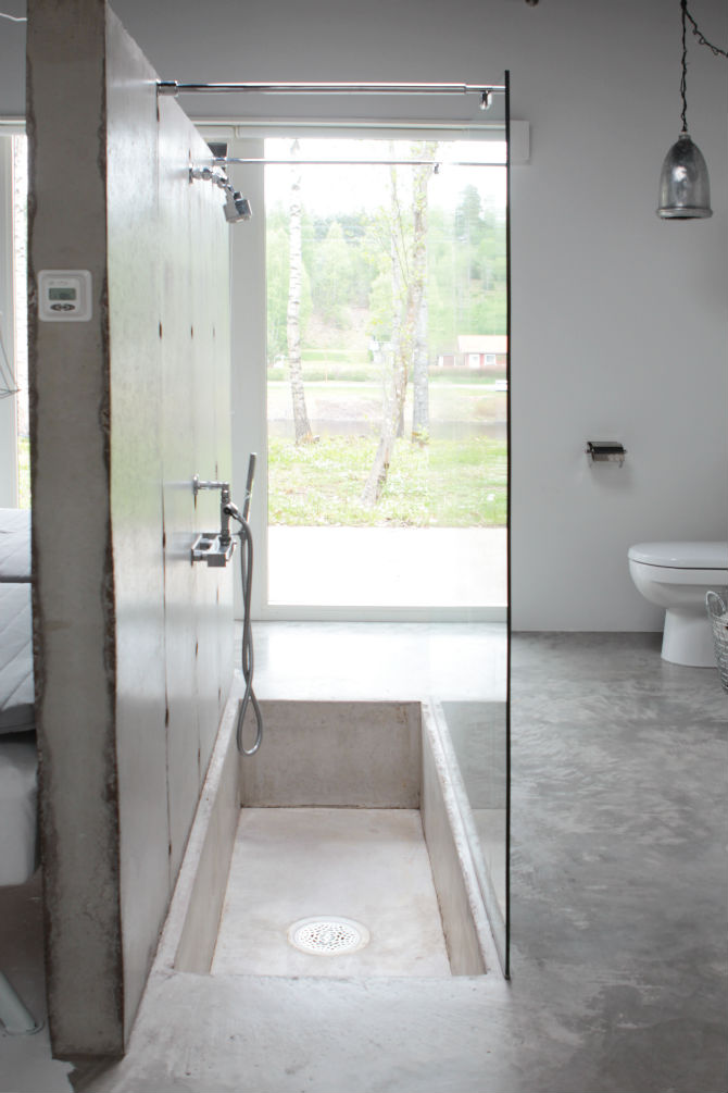 duschvagg_betongvagg_oppet_mellan_toalett_dusch_maliin_stoor